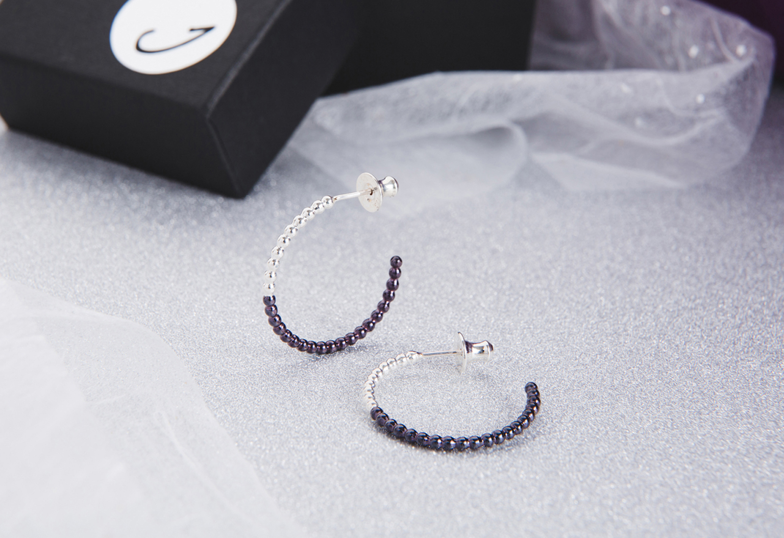 Judith Peterhoff Jewellery - BoulBoulle Two-tone Handmade Small Hoop Earrings in Silver and Purple Rhodium